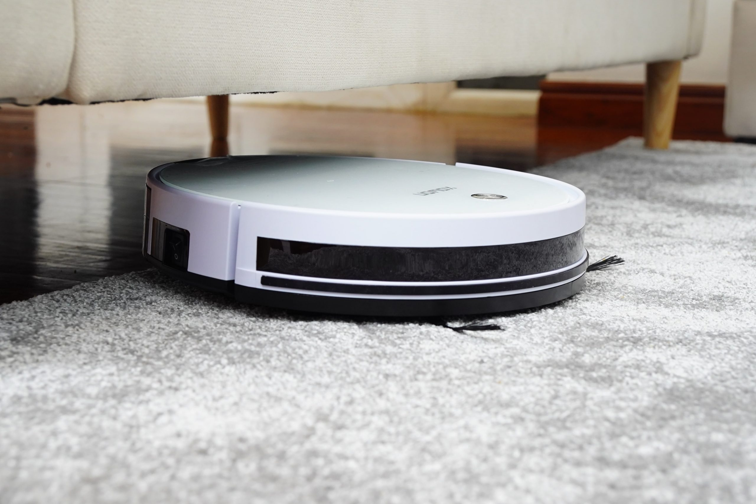 Discover the Best Robotic Vacuum for Cleaning Your Kitchen Messes.