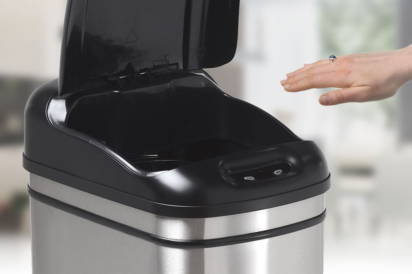 In this review we will take a look at the best touchless kitchen waste bins that are currently available and we will also outline the benefits of these bins so that you can choose the one that you desire.